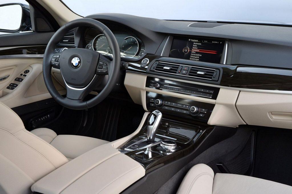 автомобили BMW F10 салон